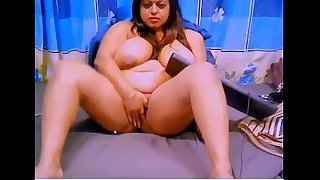 desi big boos aunty showing her pussy in webcam